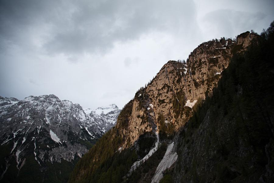 Triglavska severna stena v oblakih  (3)