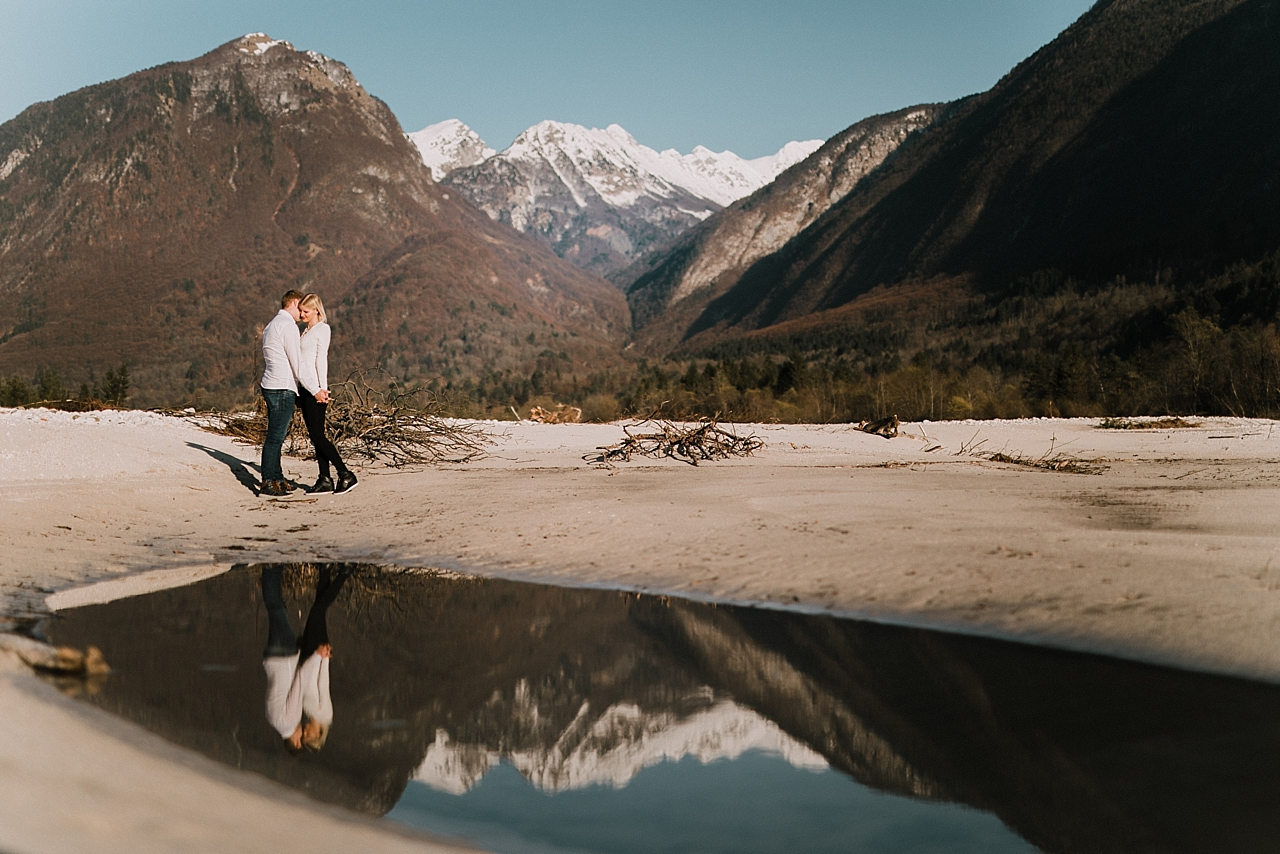 Predporočno fotografiranje ob Soci : Engagement Session by Soca river2